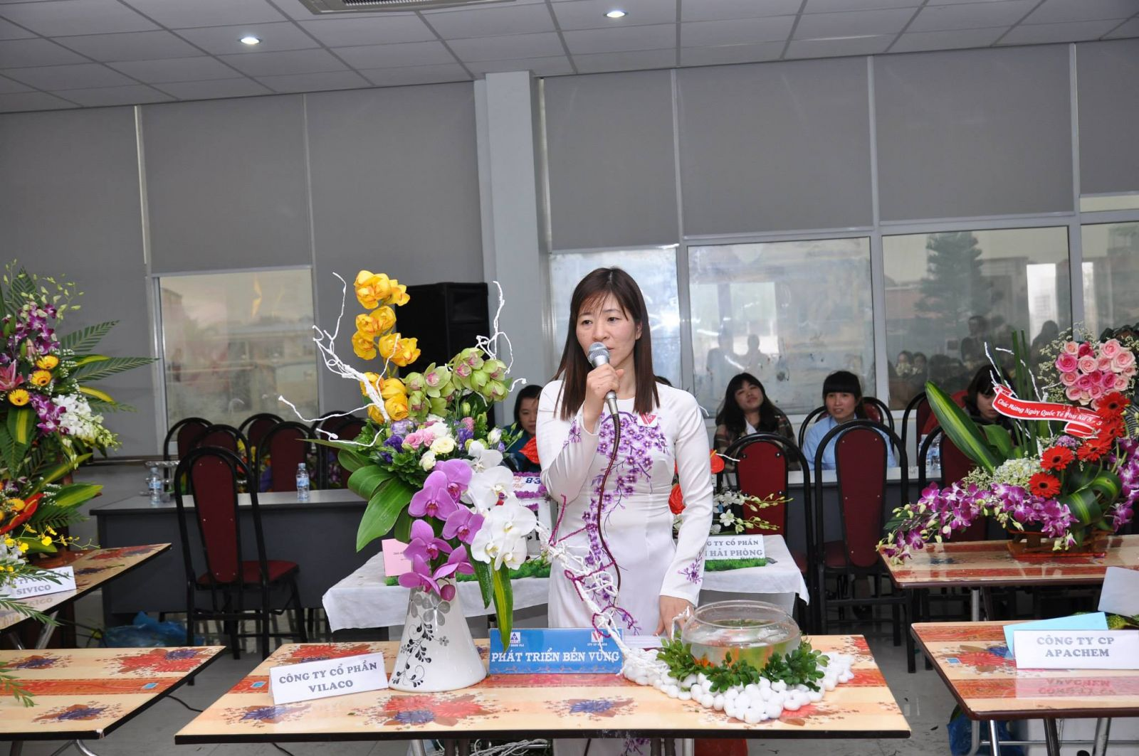 Hội thi cắm hoa chào mừng ngày quốc tế phụ nữ 8-3-2014